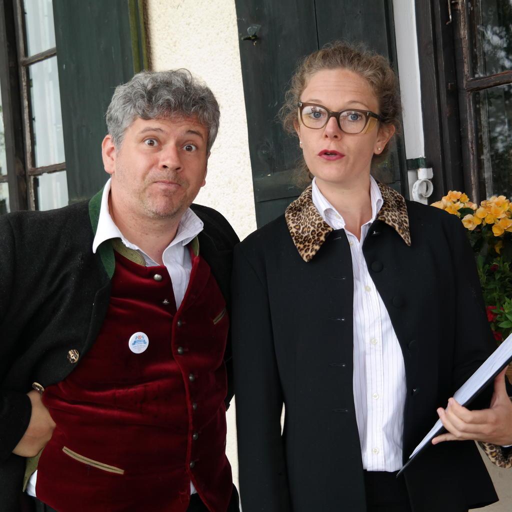 bayrisch f r anf nger die neue comedy dinner show in m nchen tickets karten wab konzert. Black Bedroom Furniture Sets. Home Design Ideas